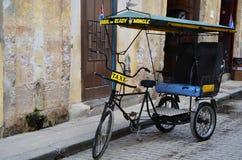 Taxi de Bici dans le vieja de Habana, vieille La Havane Photo stock