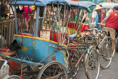 TAXI DE BICYCLETTE DE L'ASIE THAÏLANDE BANGKOK NOTHABURI TRANSORT Image libre de droits