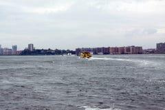 Taxi de East River, NYC fotos de archivo libres de regalías