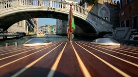 Taxi de l'eau de canal de Venise Canaux de Venise banque de vidéos