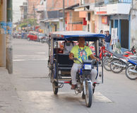 Taxi de moteur de tricycle, tarapoto, Pérou Images stock