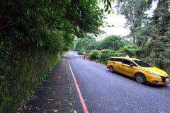 Taxi de Taiwán en el camino de la montaña Imagenes de archivo