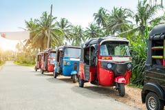 Taxi de Tuktuk en el camino del coche del viaje de Sri Lanka Ceilán fotos de archivo libres de regalías