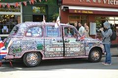 Taxi decorato di Londra Fotografia Stock