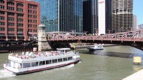 Taxi del agua de Chicago almacen de video