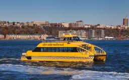 Taxi del agua de Nueva York Imagenes de archivo