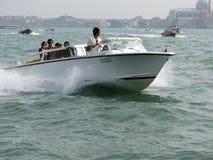 Taxi del agua de Venecia que apresura Fotografía de archivo libre de regalías