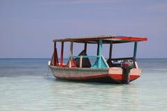 Barco del taxi del agua en paraíso fotos de archivo libres de regalías