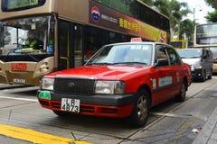 Taxi del rojo de Hong Kong Urban Imágenes de archivo libres de regalías
