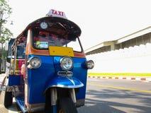 Taxi del tuk de Tuk para el pasajero en el camino, Bangkok, Tailandia Fotos de archivo