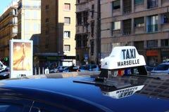 Taxi an der Straße Lizenzfreies Stockfoto