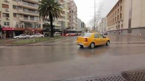 Taxi di Smirne nella città stock footage