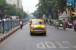 Taxi e risciò in Calcutta, India immagine stock libera da diritti