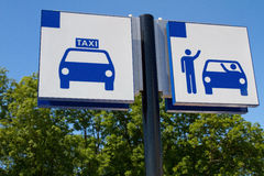 Taxi en daling van teken royalty-vrije stock foto