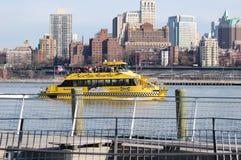 Taxi en el East River, New York City del agua Imagen de archivo libre de regalías