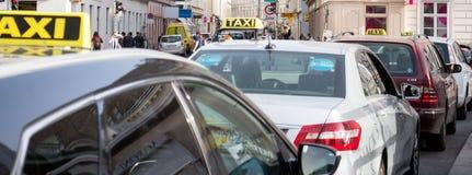 Taxi en fila Foto de archivo
