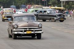 Taxi en la calle de Prado, La Habana Fotos de archivo