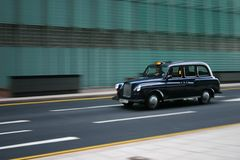 Taxi en mouvement de Londres Photographie stock libre de droits