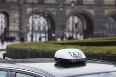Taxi en París, Francia Imágenes de archivo libres de regalías