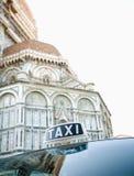 Taxi fuori del duomo, Firenze, Italia Immagini Stock Libere da Diritti