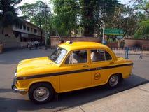 Taxi giallo classico, retro stile del taxi Città di Calcutta, INDIA, undicesima fotografia stock