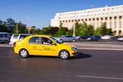 Taxi i Bucharest Royaltyfri Foto
