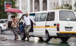 Taxi i den Sandton staden Sydafrika arkivfoto