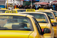 Taxi i Istanbul arkivbilder