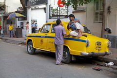 Taxi i Kolkata, Indien Arkivfoton