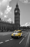 Taxi jaune à Londres Photos stock