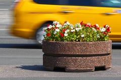 Taxi jaune de ville Images stock
