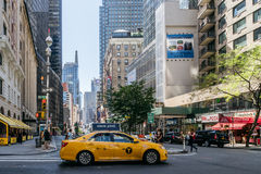 Taxi op de straat van New York Stock Foto