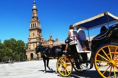 Taxi para los turistas en Plaza de Espana, Sevilla Foto de archivo