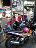 Taxi populaire de moto en Thaïlande photos libres de droits
