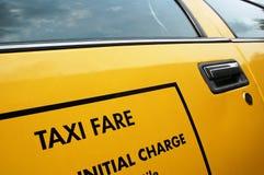 Taxi - precio de casilla amarillo Imagenes de archivo