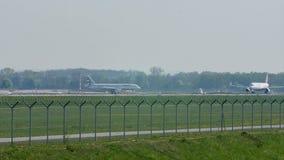Taxi que hace plano en el aeropuerto de Munich, MUC