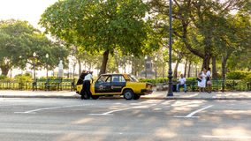 Taxi quebrado en La Habana Fotos de archivo