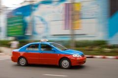 Taxi rapide dans la circulation urbaine image libre de droits