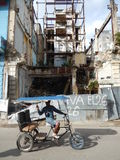 TAXI RICKSHAW AND RUINS OF A BUILDING, HAVANA, CUBA Royalty Free Stock Photography