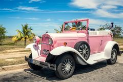 Taxi rose de cabriolet, rétro voiture photo libre de droits