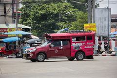 Taxi rosso Chiang Mai, per il passeggero dall'autostazione Fotografie Stock Libere da Diritti