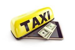 Taxi smartphone dolar na białej tła 3D ilustracji, 3D rendering royalty ilustracja