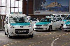Taxi stacyjny na zewnątrz dworca w Brighton, UK Zdjęcia Stock