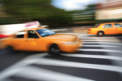 Taxi - tache floue Image stock