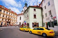 Taxi taksówki czeka turystów w dziejowym mieście fotografia stock