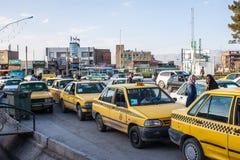 Taxi väntar på kunder Arkivbilder