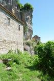 Taxiarches kloster och gammal byggnad för byzantine för stenvägg royaltyfria bilder