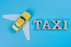 Taxiauto mit Flügeln Die Autozukunft Stockfoto