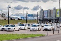 Taxiautos nahe Zürich-Flughafen Stockbild