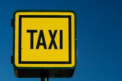 taxicab стойки знака Стоковое Изображение